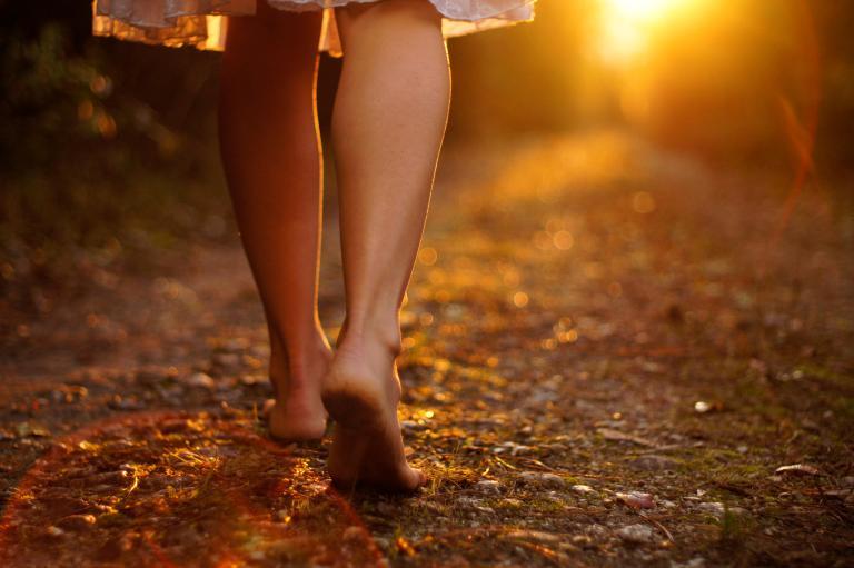barefoot-walking-credit-gerneinde-celerina