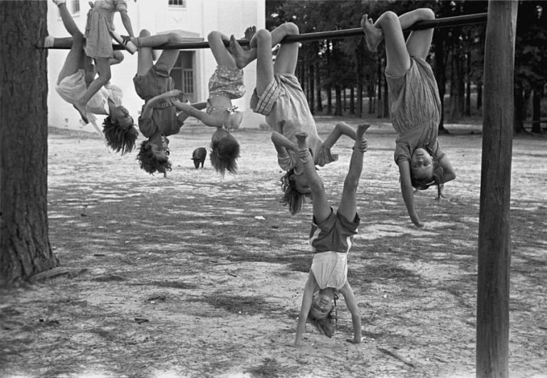 children-playing-at-a-playground-everett